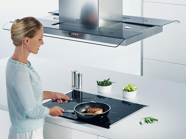 приготовление еды на электрической плите