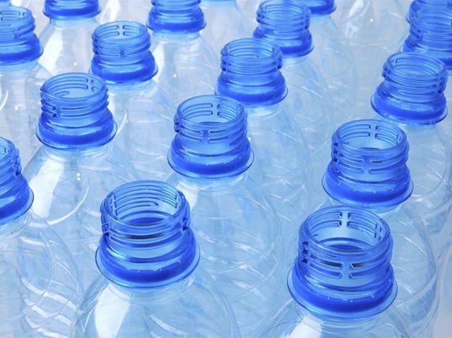 горлышко пластиковых бутылок