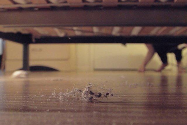 пыльный пол в спальной