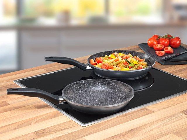 приготовление еды на каменной сковороде