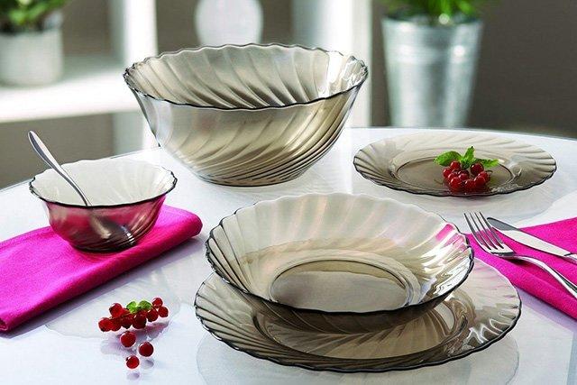 сервировка стола стеклянной посудой