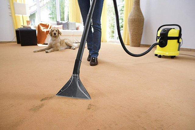 чистка пола от грязи