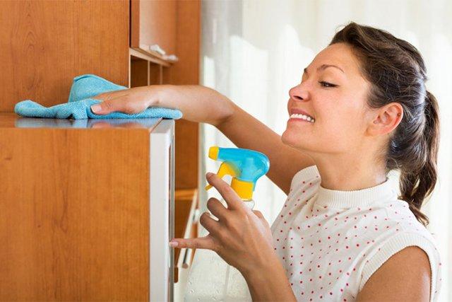 чистка полок шкафа