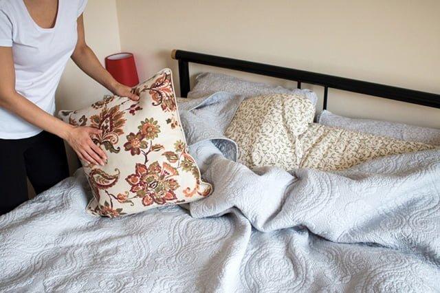 взбивание подушки