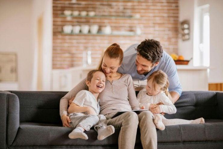 Семья в квартире