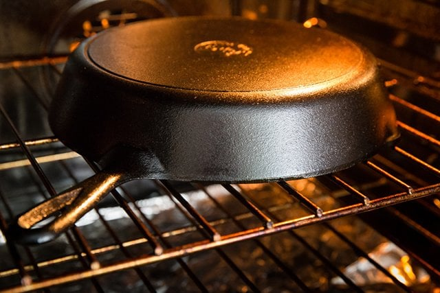 Прокаливание сковороды в духовке