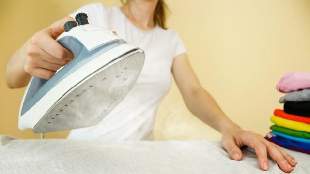 Растягивание резинки утюгом