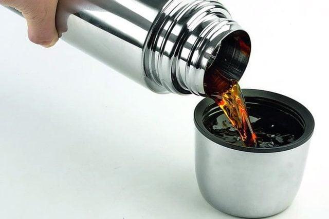 Термос с чаем