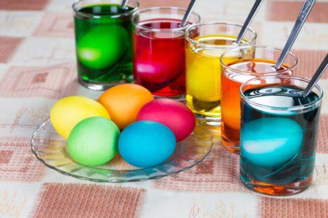 Окрашивание яиц красителями