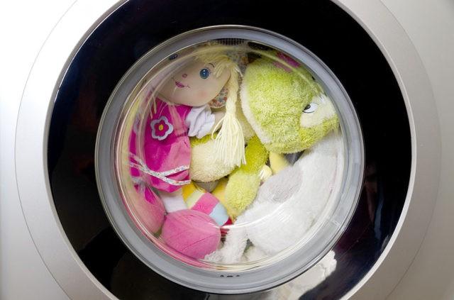 Стирать игрушки в машине