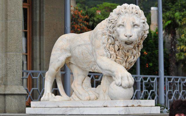Мраморный лев