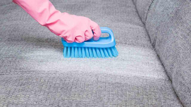 Чистим мягкую мебель